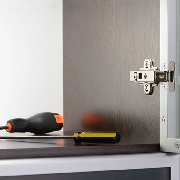 cupboard hinge with screwdrivers